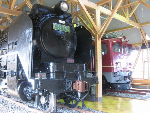 北陸線電化記念館のD51形793号機とED70形1号機