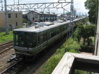 2階のバルコニーからは長浜駅に出入りする列車を見下ろすことができる。