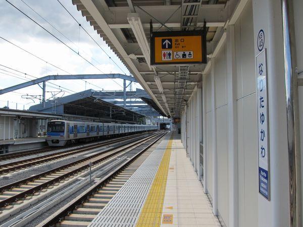 成田スカイアクセスの新線区間に設けられた成田湯川駅
