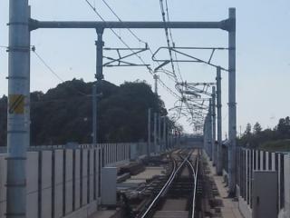 成田湯川駅到着直前の上り列車の前面展望。38番分岐器で単線から複線に分岐する。