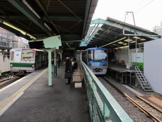 下北沢駅の新宿寄り。