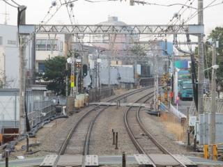 下り列車から見た下北沢~世田谷代田間の線路。