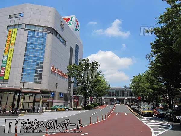 中央口駅前ロータリーから東急大井町線大井町駅がある西口方向を見る。りんかい線の駅施設は手前の道路下にある。