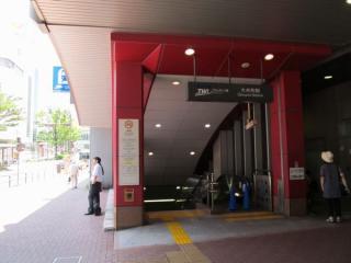A1出入口直下の地上1階にはA2出入口がある。