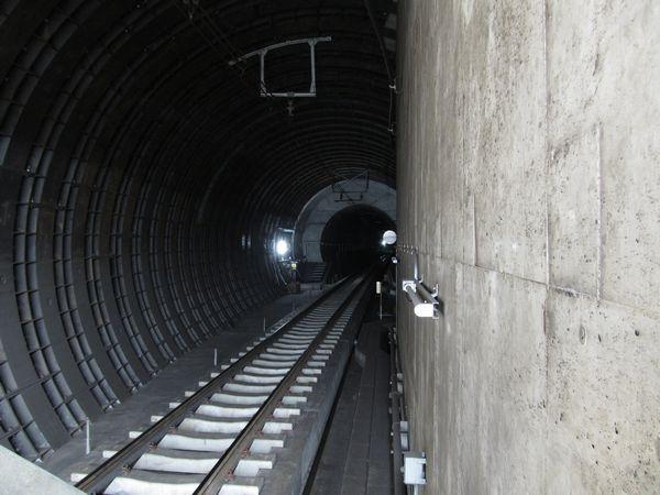 新木場側はシールドトンネルの地中接合を行ったため、トンネルの直径が途中で変化している。
