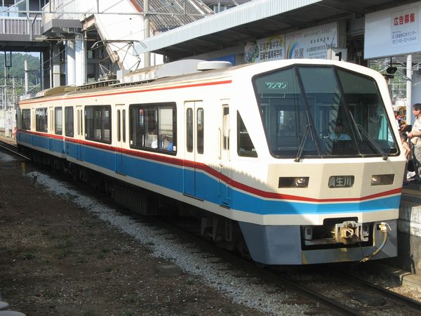 彦根駅に停車中の700系「あかね号」