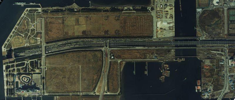 1984(昭和59)年の臨海副都心の航空写真。左下は今年9月に閉館する船の科学館。そのほかの部分は一面の荒地だった。