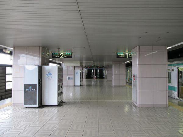 2階りんかい線ホーム。2011年5月5日撮影