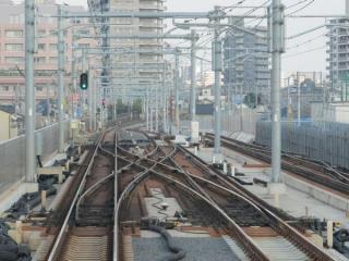 練馬高野台駅までの上り緩行線も軌道は敷設済みだが使用されていない。