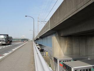 国道357号線から見た辰巳運河橋梁。