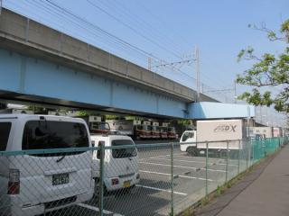南側から見た営団地下鉄線路橋の全景