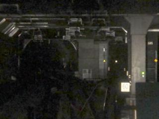 下り列車から見た分岐地点。右に曲がるのが大崎方面に向かう本線で、直進する入出庫線はすぐにシールドトンネルとなり、左にカーブしている。