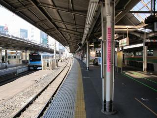 同じく高架橋が改築される京浜東北線南行(3番線)とホームが拡幅される東海道線上り線(2番線)