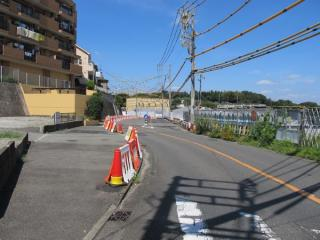 羽沢駅西側の埋設構造物の移設工事。