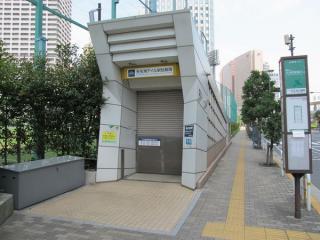 天王洲公園脇にある地下駐輪場入口。こちらは午前中のみオープン。