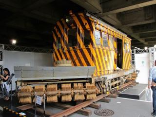 同じく屋外で展示されていた函館市電ササラ電車(元東京市電ヨヘロ1形)