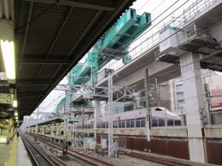 10ヶ月後に撮影した同じ場所。高架橋の建設が進んでいる。