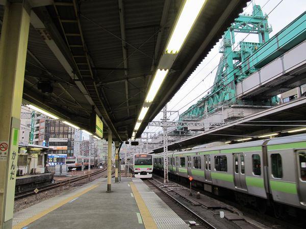 神田駅付近で続く東北縦貫線の高架橋建設
