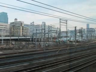 京浜東北線北行列車から見た田町車両センター。