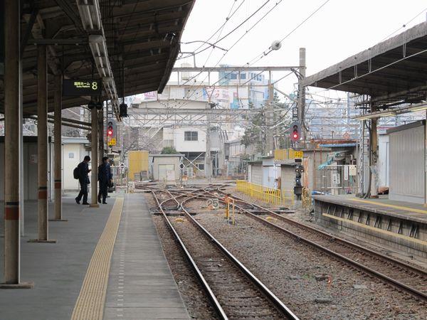 臨時ホーム8・9番線の東京寄り。東北縦貫線の折り返しは10番線のみでは不足することから、今後は臨時ホームの他の線路についても改修がなされるものと思われる。