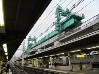 神田駅の上野寄りまで進んだ架設機。