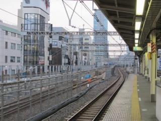 御徒町駅ホームから東京方面を見る。これまで使用されていた手前2線は封鎖され、営業線への改修が始まった。