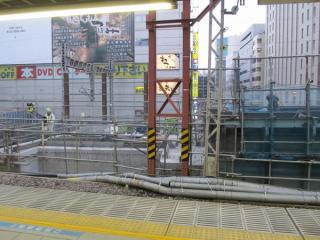佐久間通り架道橋の橋台は斜めになるよう作り直された。
