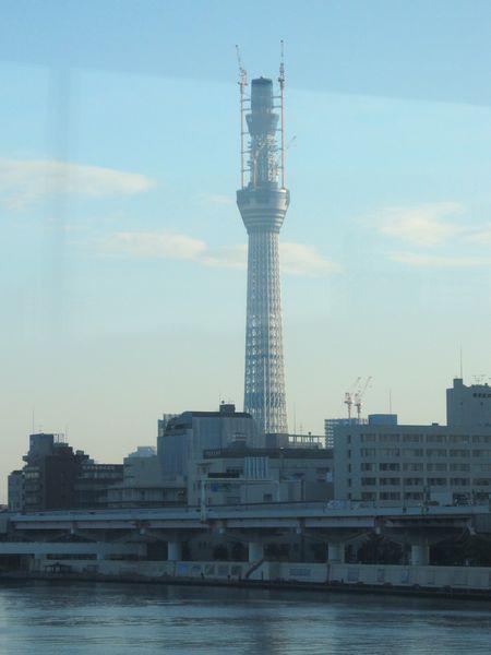 塔本体がほぼ完成したところ(高さ497m)。