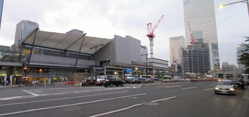 建設が進む「ノースタワー」増床部分と「グランルーフ」。