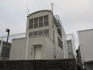 大崎側の駅端にある換気塔。新木場側と比べサイズがやや大きい。