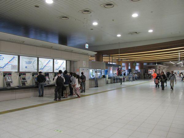 東京テレポート駅地下1階の改札口。