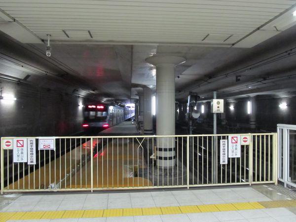 ホーム延長工事中の田園調布駅渋谷方。