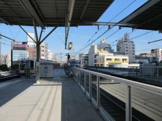 武蔵小杉駅のホーム渋谷方。この時点では床面のみ完成した状態。