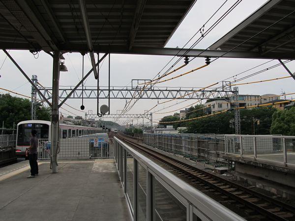 ホーム延長工事中の多摩川駅渋谷方。