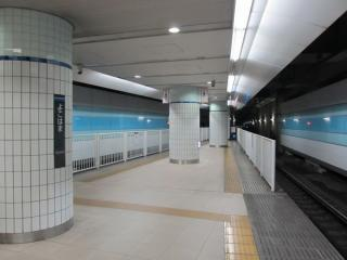 ホーム延長工事が完了した横浜駅渋谷方。
