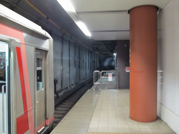 ホーム延長工事中の馬車道駅渋谷方。