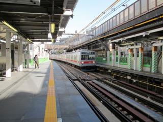 代官山駅構内の様子。