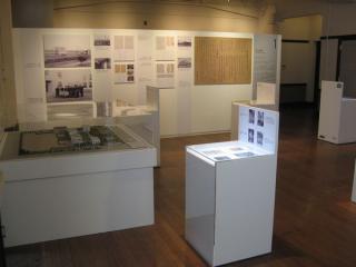 玄関前の部屋は豊郷小学校の歴史に関する資料室となっている。