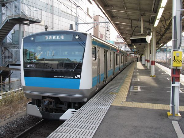 北浦和駅から南行の線路を逆方向に出発する京浜東北線E233系