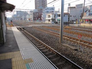 北浦和駅の赤羽方はまくらぎと代用手信号(停止現示)が置かれ、封鎖されていた。