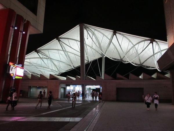 ユニバーサルシティ駅(夜)