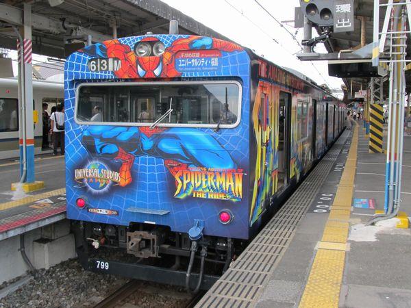 JRゆめ咲線で運行されているUSJラッピングの103系電車