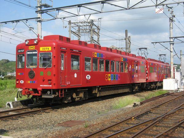 伊太祁曽駅の車庫に停車中の2270系「おもちゃ電車」(2276-2706)