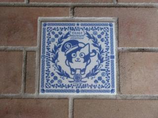 床面にも「たま」が描かれたタイルが埋め込まれる。