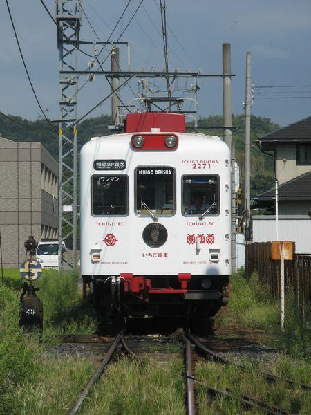 伊太祈曽駅に進入する「いちご電車」
