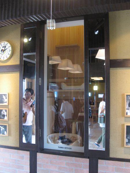 新しい貴志駅でたまが常駐する「駅長室」