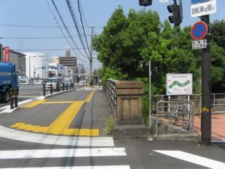 大野川跡に架かる国道2号線の歌島橋。