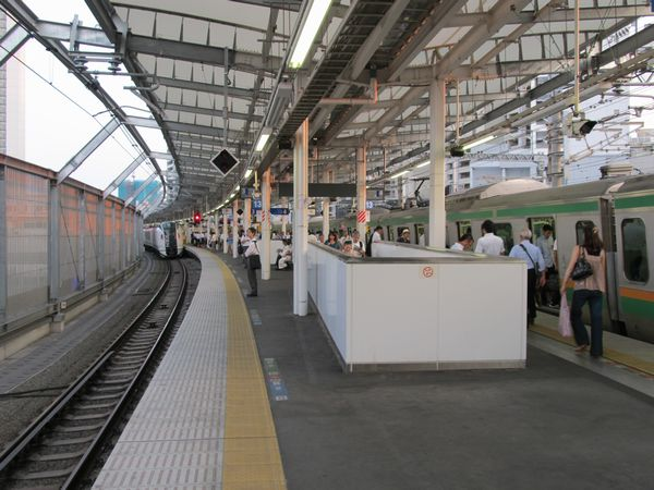 使用開始となった横須賀線ホーム東京方のエスカレータ