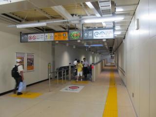 今回使用が開始された連絡通路(トンネル)の入口。