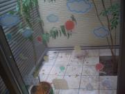 ハヤ坊と窓飾り